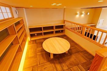 みわい工房ショールーム小上がりの丸いちゃぶ台