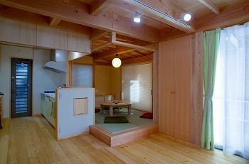 所沢市キッチンとリビング小上がり和室の位置関係