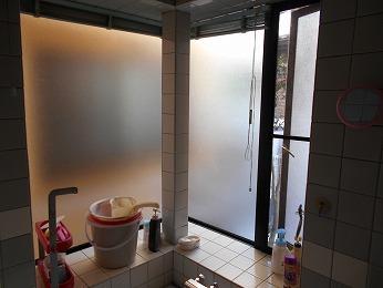 浴室コーナー出窓交換前