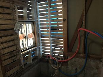 浴室コーナー出窓を小型の引き違い断熱サッシにLIXILシンフォニー