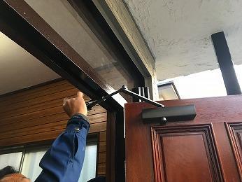 木製玄関ドア新規ドアクローザー取付