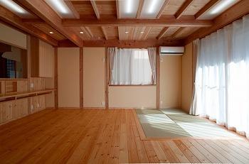 入間市天然木リビング畳コーナー