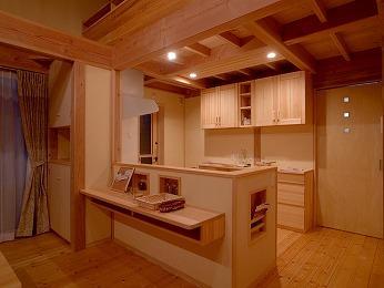 対面キッチン造作カウンターリビング側から