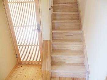 自然素材リフォーム 桐の階段