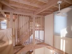 天然木の階段格子