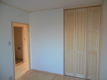 マンション天然木収納折戸