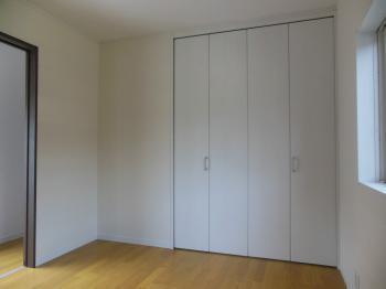 洋室収納折戸