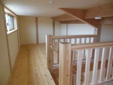 天然木の新築ロフト床板