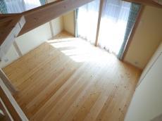 天然木の新築床板