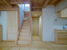 天然木の階段