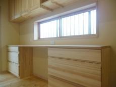 天然木の食器棚
