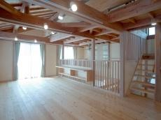 自然素材の家赤松の床板