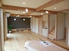 天然木の新築シラス塗り壁