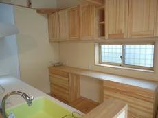 天然木のキッチン食器棚